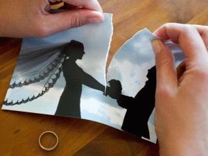 Nach durchschnittlich 14 Jahren und 7 Monaten ist Schluss: So lange waren Ehepaare verheiratet, die 2012 vor den Scheidungsrichter traten. Foto: Patrick Pleul