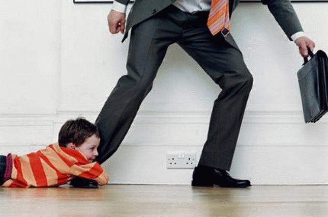 Как взыскать алименты с родни отца