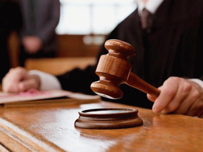 При наличии споров относительно обязательств вопрос о выплате алиментов решается в суде